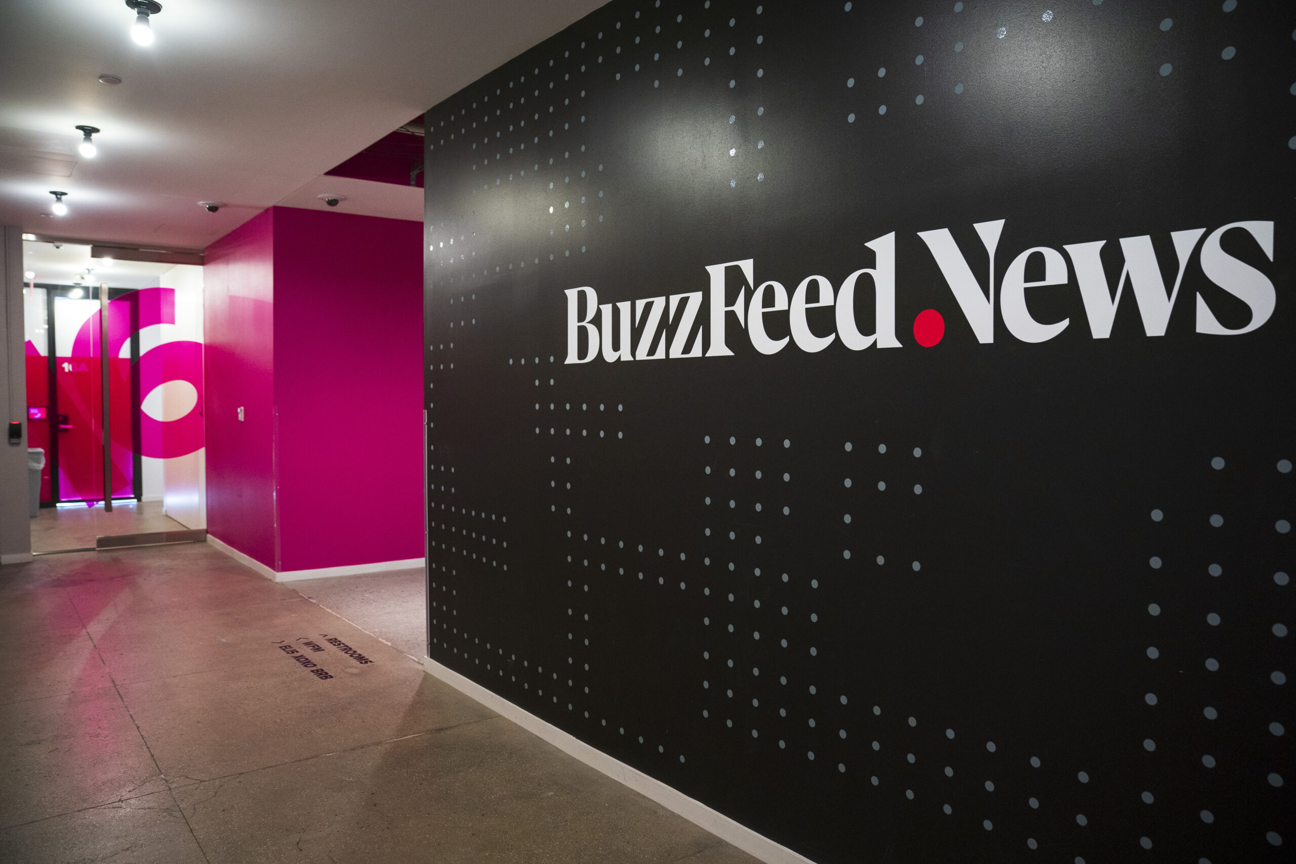 Verizon sells HuffPost to BuzzFeed