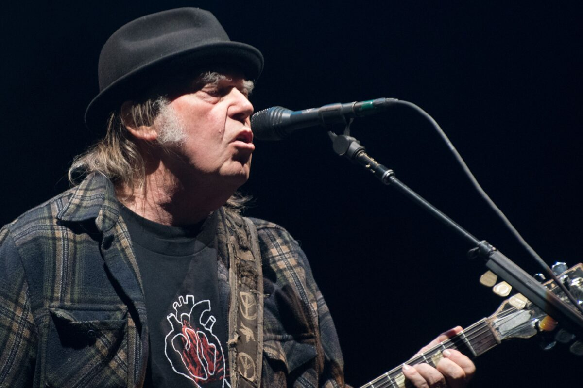 Neil Young dismisses lawsuit against Donald Trump campaign