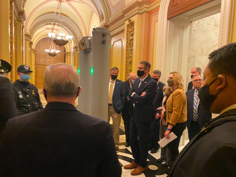 Manu Raju Captures Lines at House Chamber Metal Detector