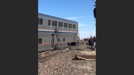 amtrak train derailed in montana